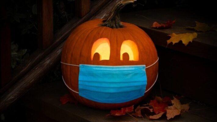 """Halloween al tempo del Covid, addio al classico """"dolcetto o scherzetto"""": i festeggiamenti alternativi"""