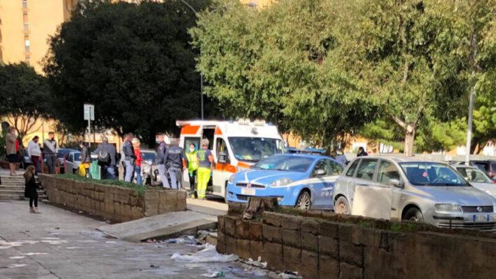 Tragedia in strada, donna improvvisamente si accascia a terra e muore sotto gli occhi dei passanti