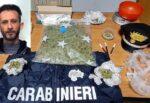 """Pusher """"studia"""" come fare soldi e nasconde la droga sotto la scrivania: in manette 37enne nel Catanese"""