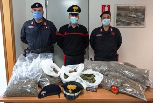 Controlli dei carabinieri, fermato spacciatore in piazza Duomo: trovati 10 chili di marijuana in casa
