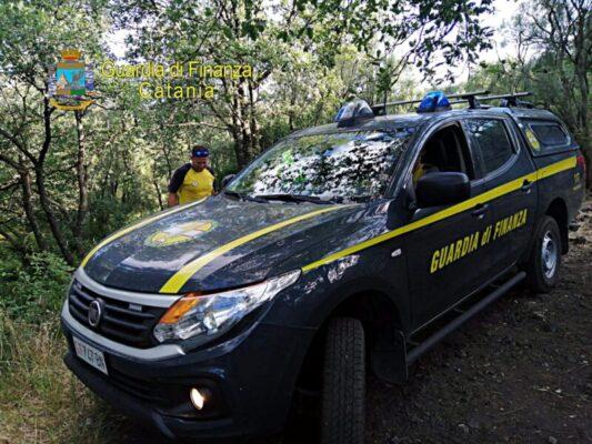Paura per due cercatori di funghi nel Catanese: si perdono in mezzo al bosco, rintracciati e salvati