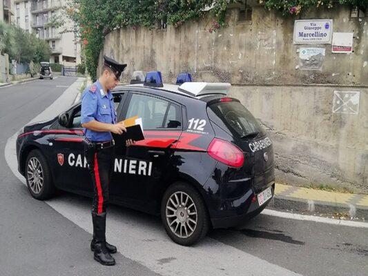 Catania, roso dalla gelosia accusa la moglie di avere un altro e distrugge i mobili di casa: arrestato 45enne