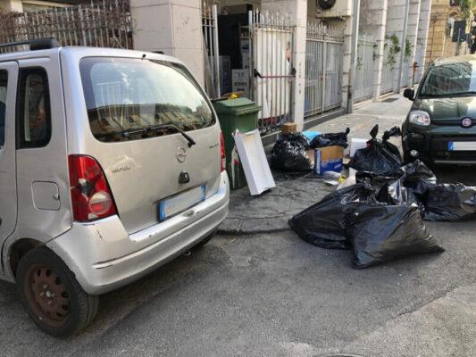 Beccato ad abbandonare rifiuti in strada: sanzionato il titolare di un ristorante