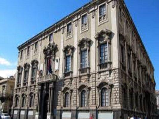 Catania, il consiglio comunale approva progetti di inclusione sociale e variazioni al bilancio: anche due mozioni