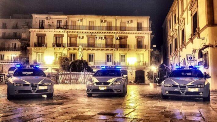 Centro storico a ferro e fuoco, poliziotti multano commercianti e passanti