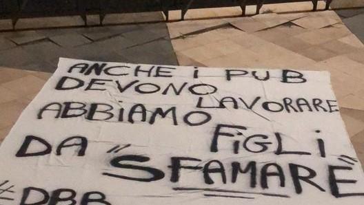 Continua la protesta dei ristoratori catanesi contro l'ultimo provvedimento governativo