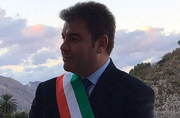 Troppi contagi nel Catanese, sindaco chiude due classi e sconsiglia celebrazione delle comunioni: ecco i provvedimenti presi a Linguaglossa