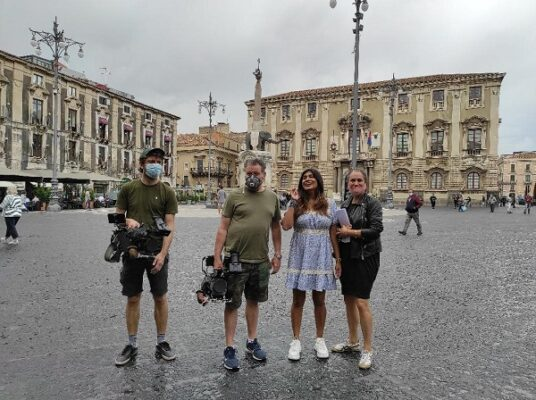 """Bellezze e sapori di Catania in onda sulla tv britannica Channel 4: intera puntata di """"A Taste of Italy"""" ai piedi del Liotro"""