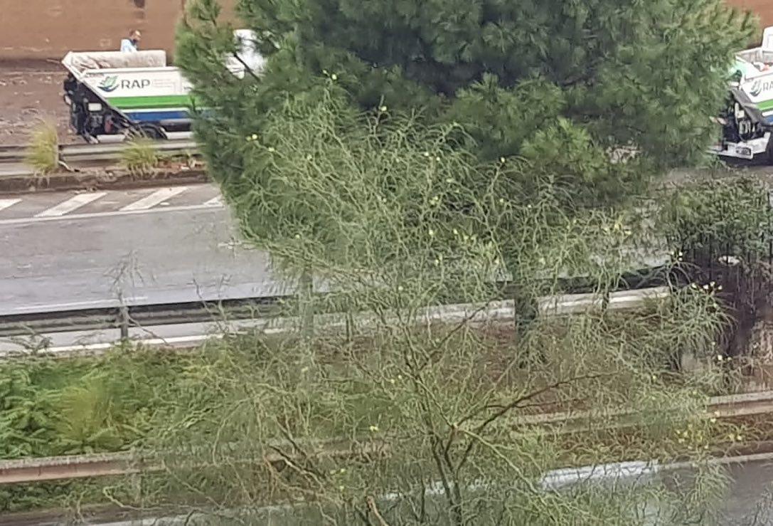 Allerta meteo Sicilia, maltempo flagella Palermo: strade chiuse al traffico e altre completamente inagibili e allagate – FOTO