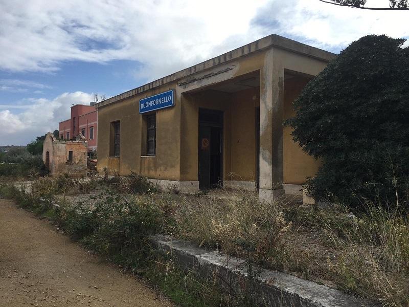 Ex stazione di Buonfornello acquistata dalla Regione: siglato atto di passaggio al Dipartimento Beni Culturali – FOTO