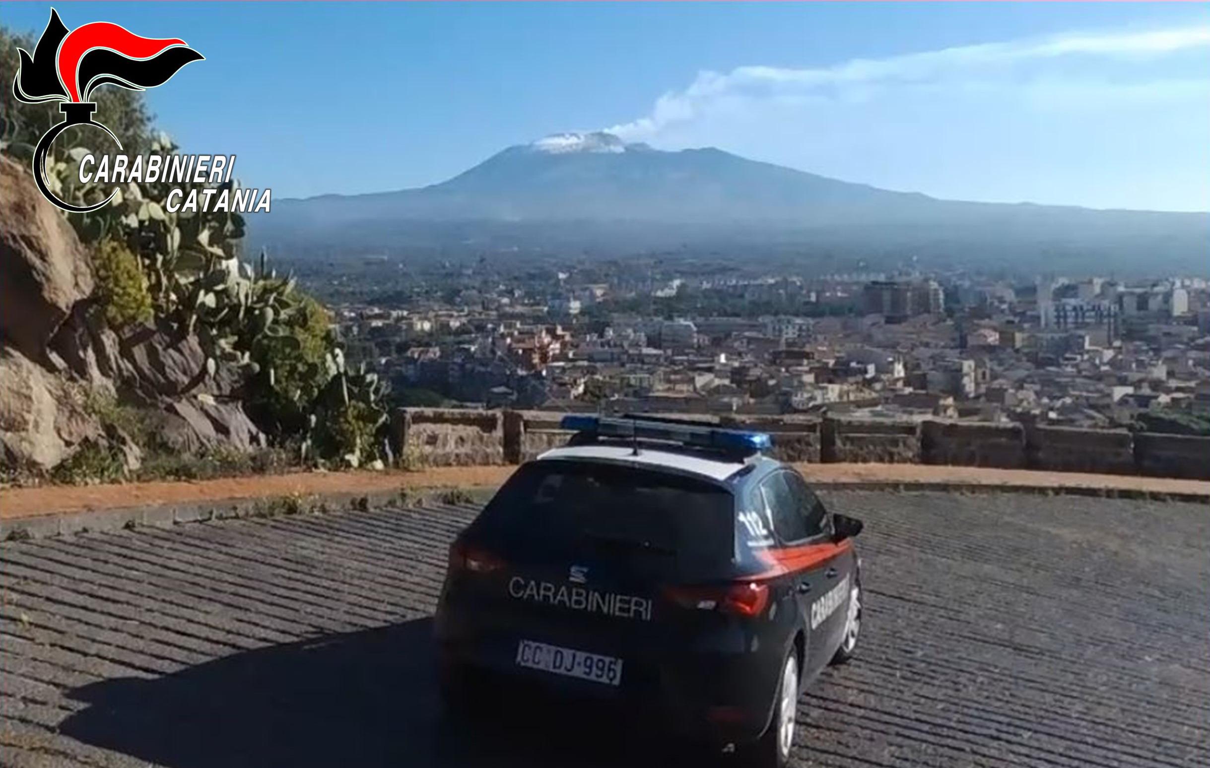 """""""Vi stacco la testa"""", 34enne del Catanese minaccia compagna e carabinieri: scattano le manette"""