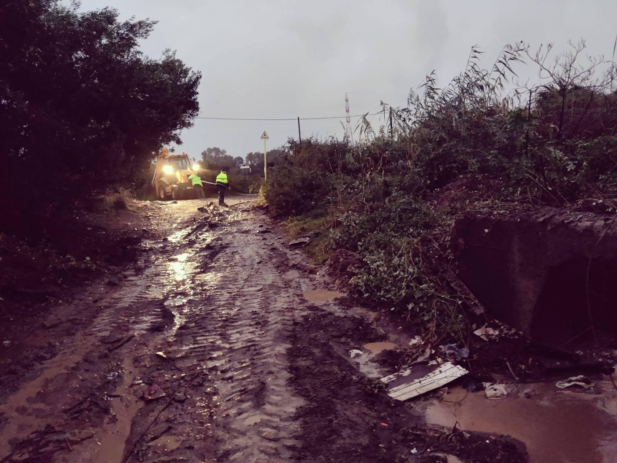 """Maltempo Catania, strade chiuse e allagate: disagi a Motta e nelle zone del """"Centro Sicilia"""" e delle """"Porte di Catania"""" – FOTO"""