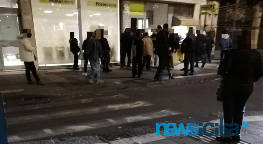 """Covid Catania, assembramenti fuori dalle filiali. Sindacati a Poste Italiane """"Più sportelli e personale per maggiore sicurezza"""""""
