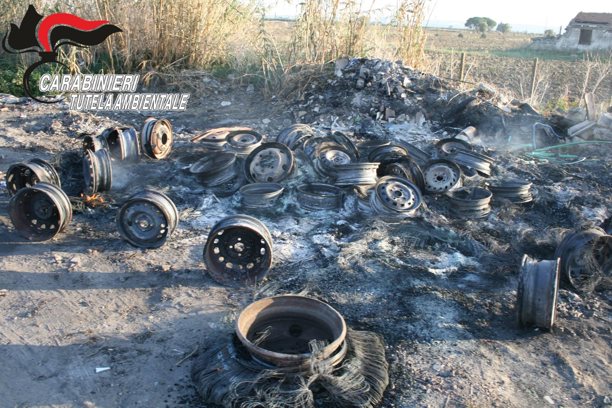 Notevoli danni ambientali in provincia di Catania, pregiudicato 51enne arrestato per combustione illecita di rifiuti speciali
