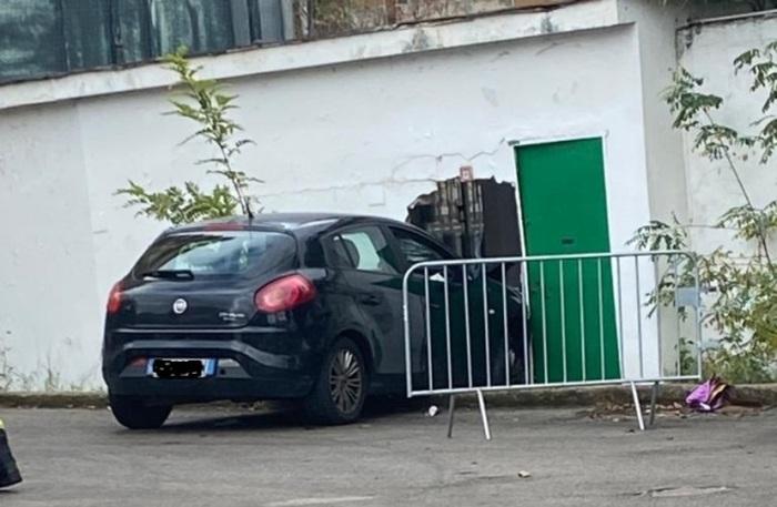 Incidente dopo tampone, uomo si sottopone al test e accusa malore alla guida: auto si schianta contro muro a Palermo