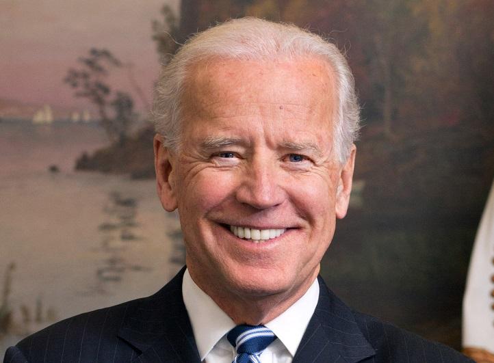 Stati Uniti, Joe Biden si insedia come presidente e raccoglie l'eredità di Trump: le prime mosse del Dem
