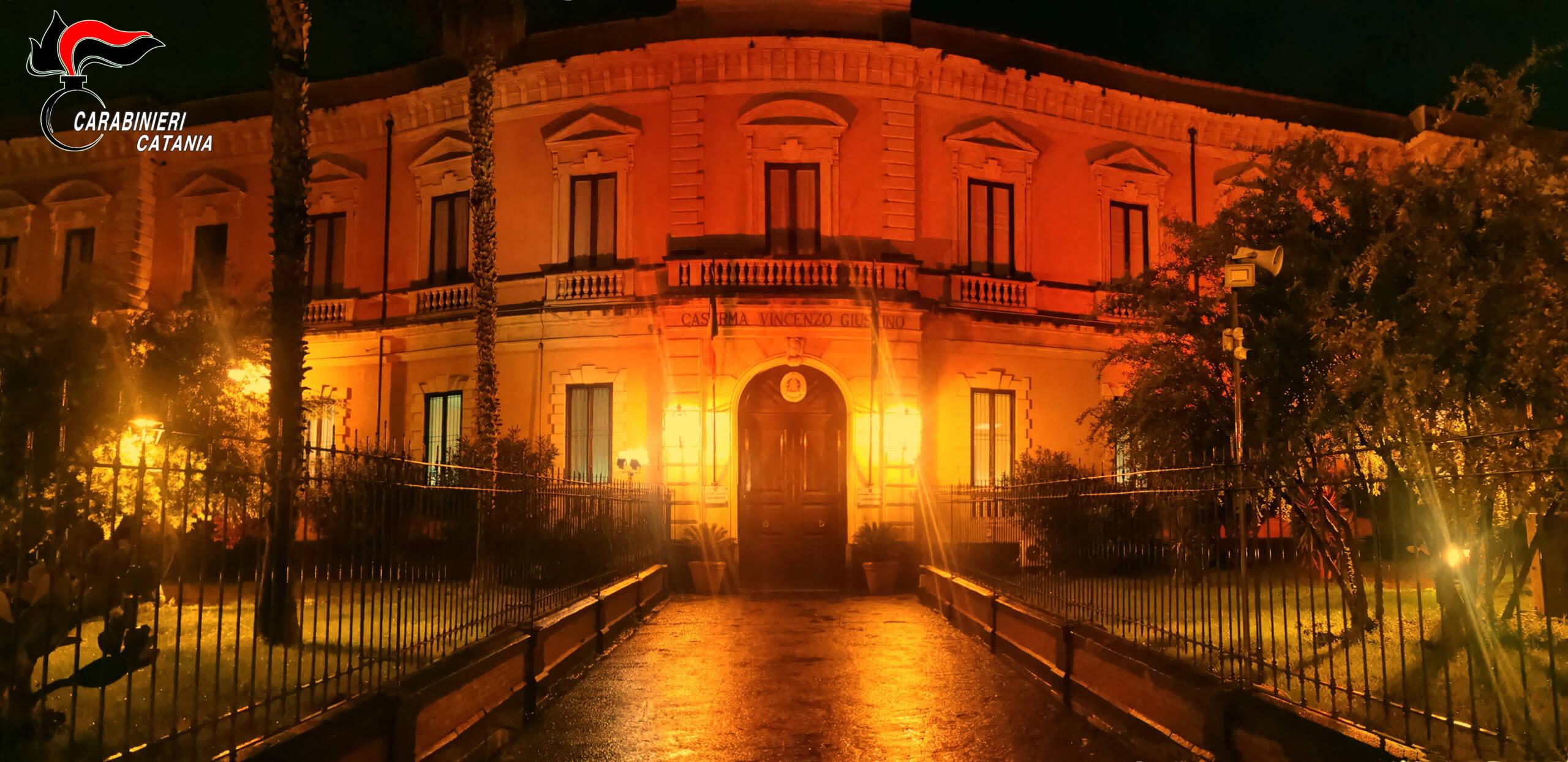 Catania, la sede dei carabinieri di Piazza Verga si tinge di arancione nella Giornata contro la violenza sulle donne