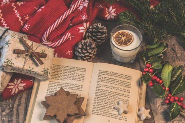 Cosa leggere a Natale? L'insegnamento di Sepùlveda e i tre libri da mettere sotto l'albero