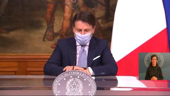 """Annunciato il nuovo Dpcm anti-Coronavirus, dal coprifuoco all'Italia """"divisa"""" in zone: ecco le DICHIARAZIONI di Conte"""