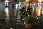 Maltempo, Catania e provincia in ginocchio: strade e piazze allagate, cittadini al buio e auto bloccate – FOTO
