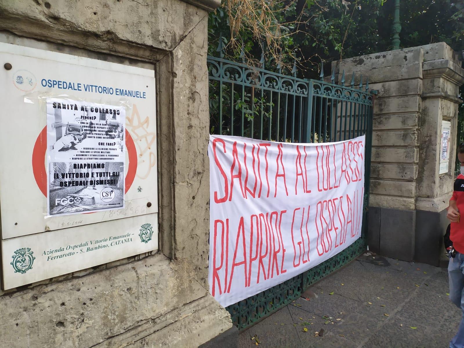 """Coronavirus Catania, protesta davanti al Vittorio Emanuele: """"Sanità al collasso, riapriamo gli ospedali dismessi"""""""