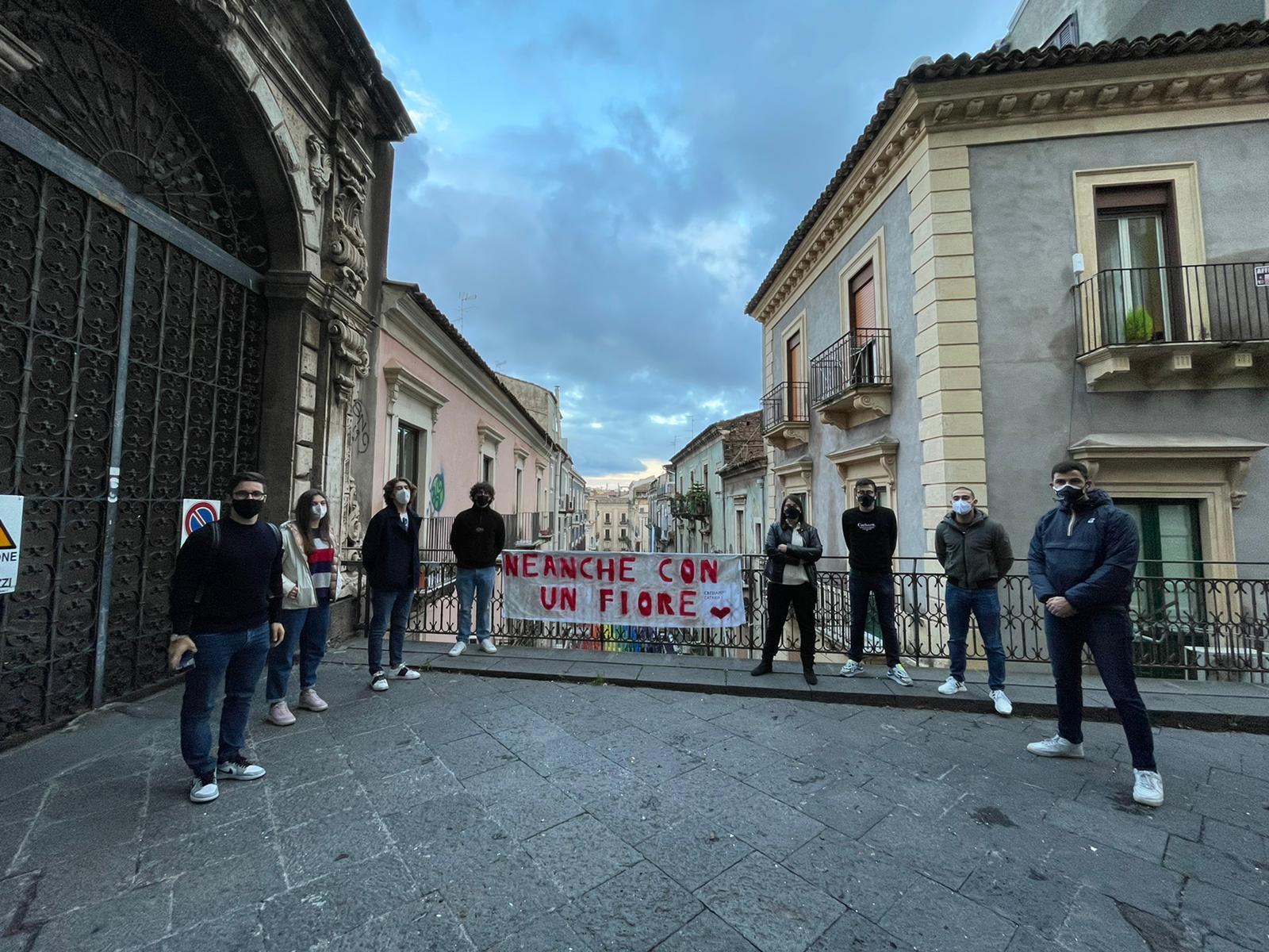 """Giornata internazionale contro la violenza sulle donne, l'associazione studentesca """"Crediamoci Catania"""" organizza flashmob"""