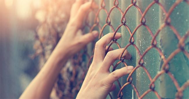 Violazione di quarantena nel Catanese, donna con Covid va dal Giudice di Pace: rischia fino a 6 anni di reclusione