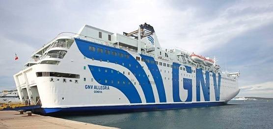 Coronavirus, approda al porto di Messina la Gnv Allegra: a bordo i migranti dalla nave quarantena