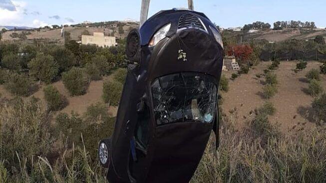 Perde il controllo dell'auto sulla SS 386 e finisce in un dirupo: 52enne trasportato in ospedale in elisoccorso