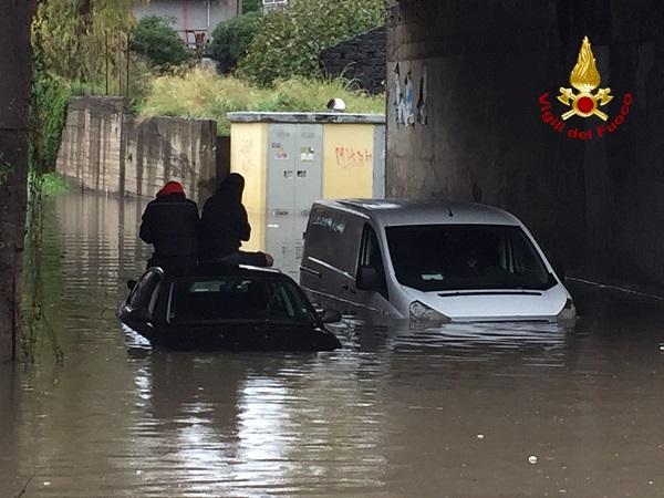 Catania sommersa dall'acqua, criticità nel sottopassaggio Misterbianco-Valcorrente: colpita anche Motta Sant'Anastasia