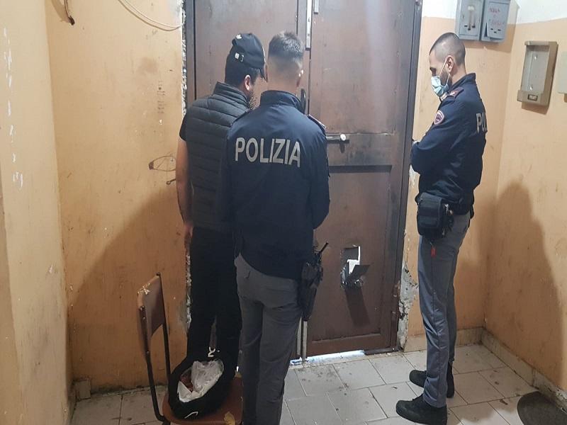 Catania, sala scommesse di San Cristoforo trasformata in centrale di spaccio: arrestato Michel Mirko Lazzara