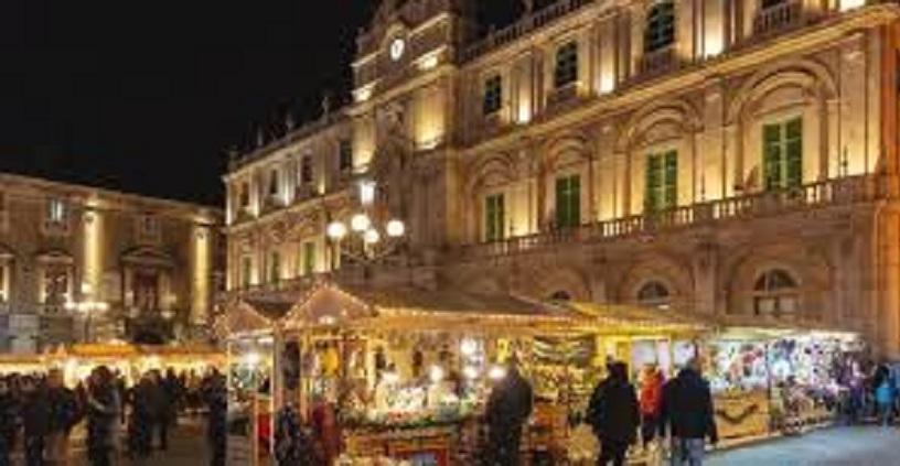 Coronavirus Catania, il Comune vieta i mercatini di Natale in Centro storico: quest'anno no anche ai tipici dolci