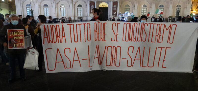 """Catania contro l'ultimo Dpcm, una piazza piena di contraddizioni. Vasta (USB) : """"Il Covid c'è e uccide, ma non siamo tutti sulla stessa barca"""""""