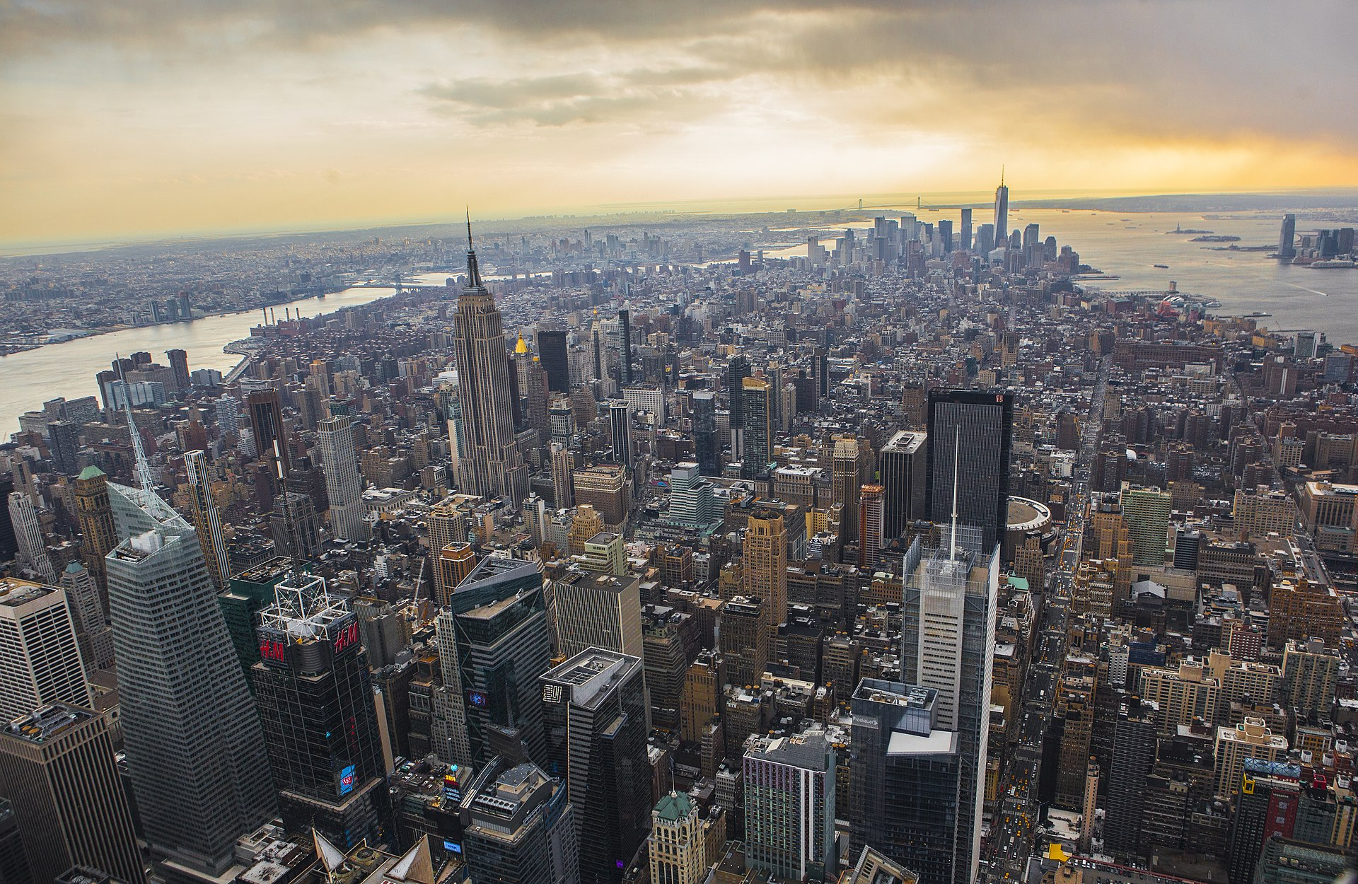 Auto sulla folla a New York, torna la paura negli Stati Uniti: fermate due donne
