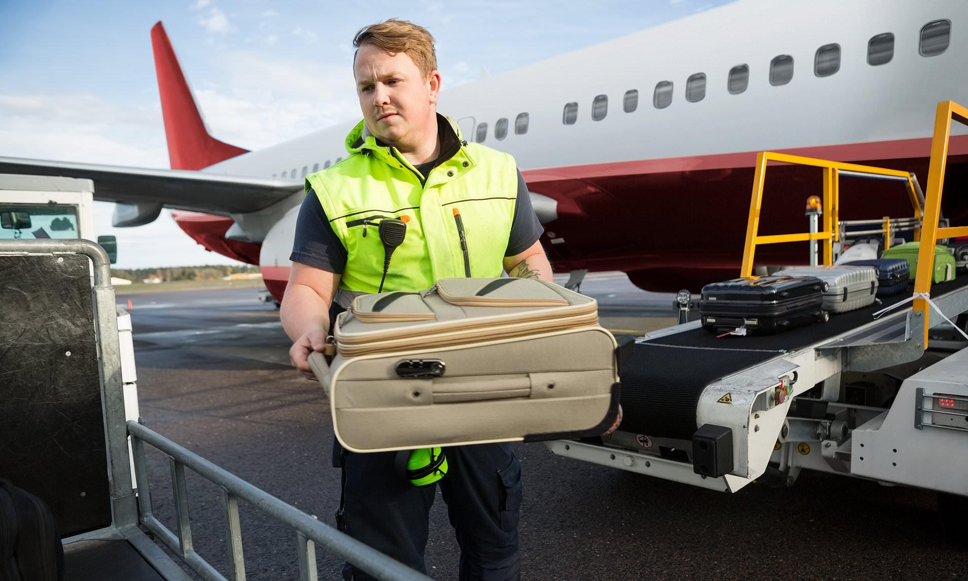 Dall'America alla Sicilia con quasi 20mila euro, fermato in aeroporto: maxi multa per il turista