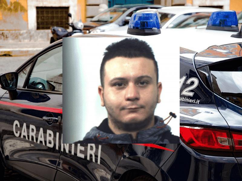 Rapine con coltello e ascia, terrore tra i negozianti in città: ladro incastrato da tatuaggio sulla mano