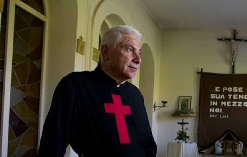"""Padre Leonardo Grasso ucciso a bastonate e dato alle fiamme: i dettagli sull'incendio nella comunità """"Tenda San Camillo"""" a Riposto"""