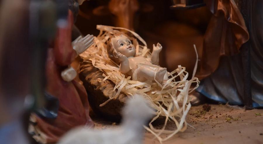 Gesù è davvero nato il 25 dicembre? Betlemme, la grotta e il freddo non convincono: gli indizi che allontanano dall'inverno