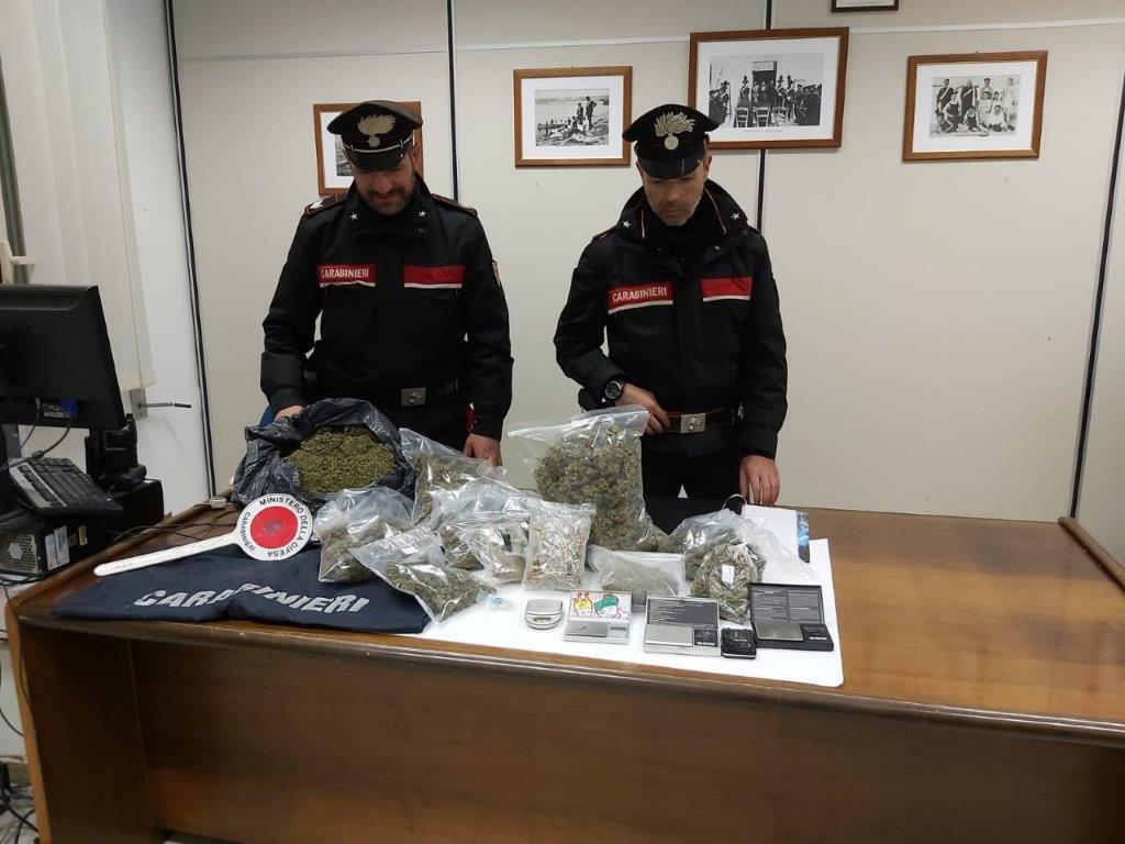 In casa con funghi allucinogeni, marijuana ed MD: arrestati due fratelli nel Ragusano