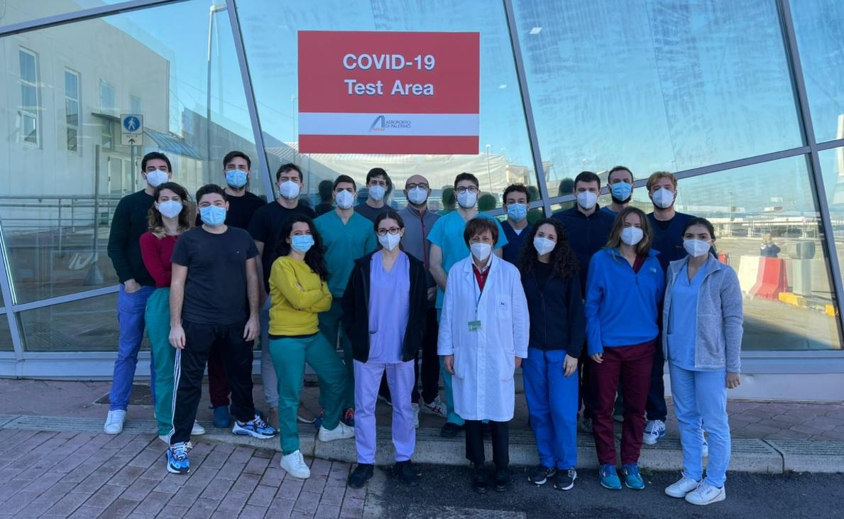 """Coronavirus Sicilia, l'aeroporto di Palermo omaggia medici e infermieri dell'area test: """"Un enorme grazie"""""""