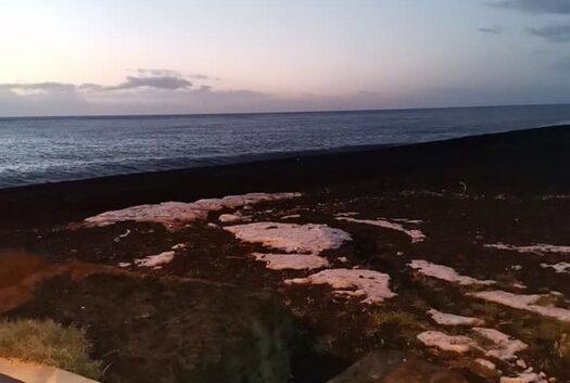 """Sicilia """"in bianco"""", paesaggi invernali mozzafiato: spiagge imbiancate da fiocchi gelati"""