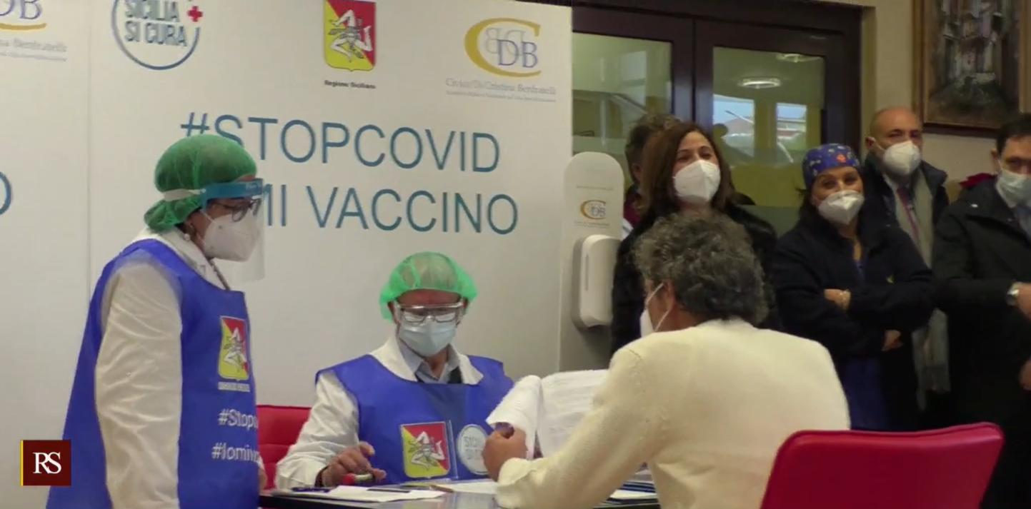 """Vaccino Covid, le IMMAGINI in diretta. Musumeci e Razza: """"Vaccino importante, grande emozione"""""""