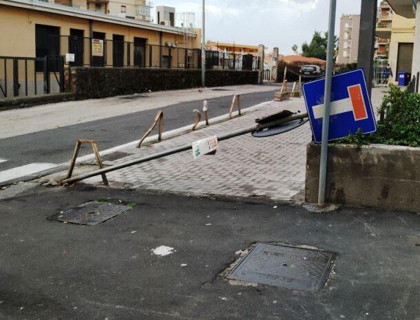Segnaletiche cadute o pericolanti: rischio incolumità nel quartiere Borgo-Sanzio, la denuncia del Comitato Vulcania