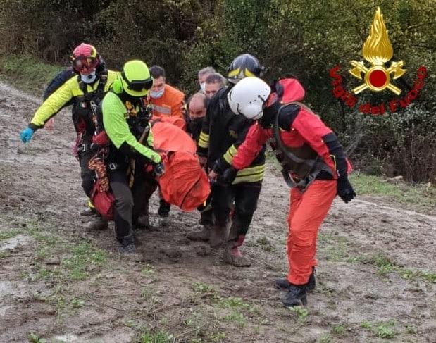 Auto impantanata tra Mineo e Grammichele: elicottero dei vigili del fuoco soccorre gli occupanti