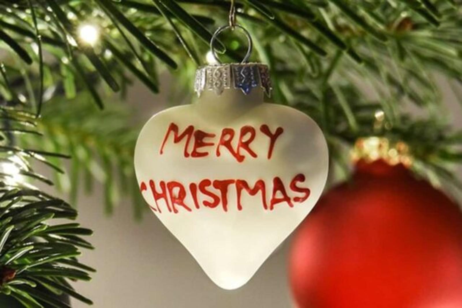 Auguri Di Buon Natale A Lei E Famiglia.Auguri Di Natale 2020 Anche Al Tempo Del Covid I Piu Particolari E Insoliti Per Stupire