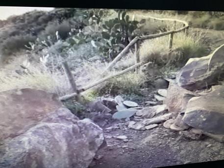Maltempo Sicilia, Isole Eolie in difficoltà: masso si stacca e colpisce auto, traghetti bloccati per le isole minori