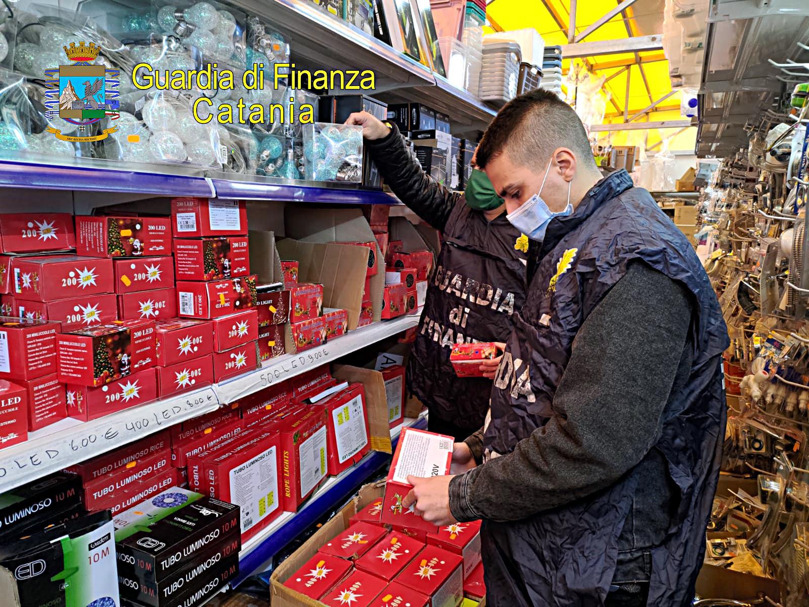 Catania, operazione della Guardia di Finanza ad Aci Sant'Antonio: sequestrati 85mila luci, cuffie dispositivi elettrici