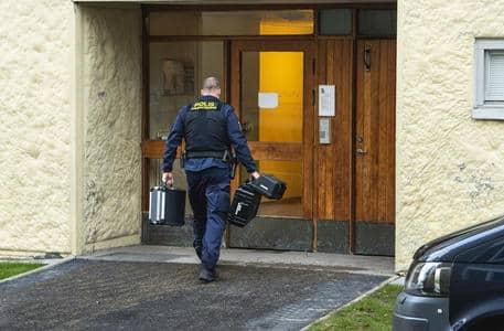 Uomo segregato in casa per 28 anni dalla madre in Svezia: trovato senza denti e incapace di camminare e parlare