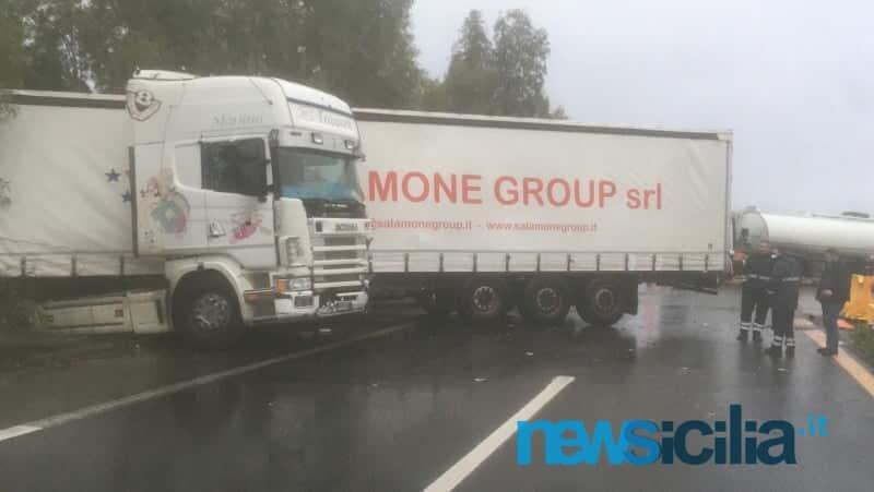 Incidente A19, Tir blocca la carreggiata: traffico bloccato in direzione Catania, strada chiusa