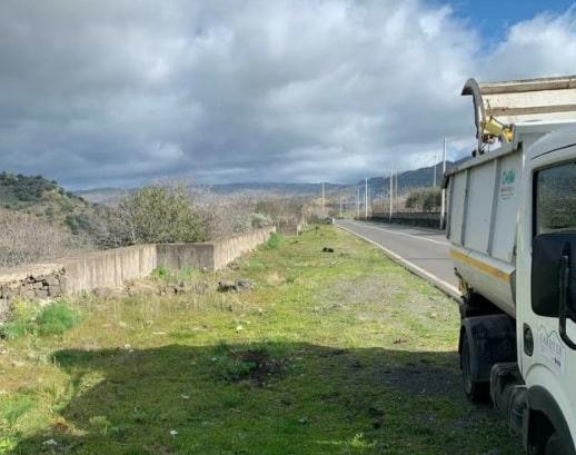 """Bronte, bonificata area in precedenza occupata da rifiuti alimentari: """"Gli autori devono vergognarsi"""""""
